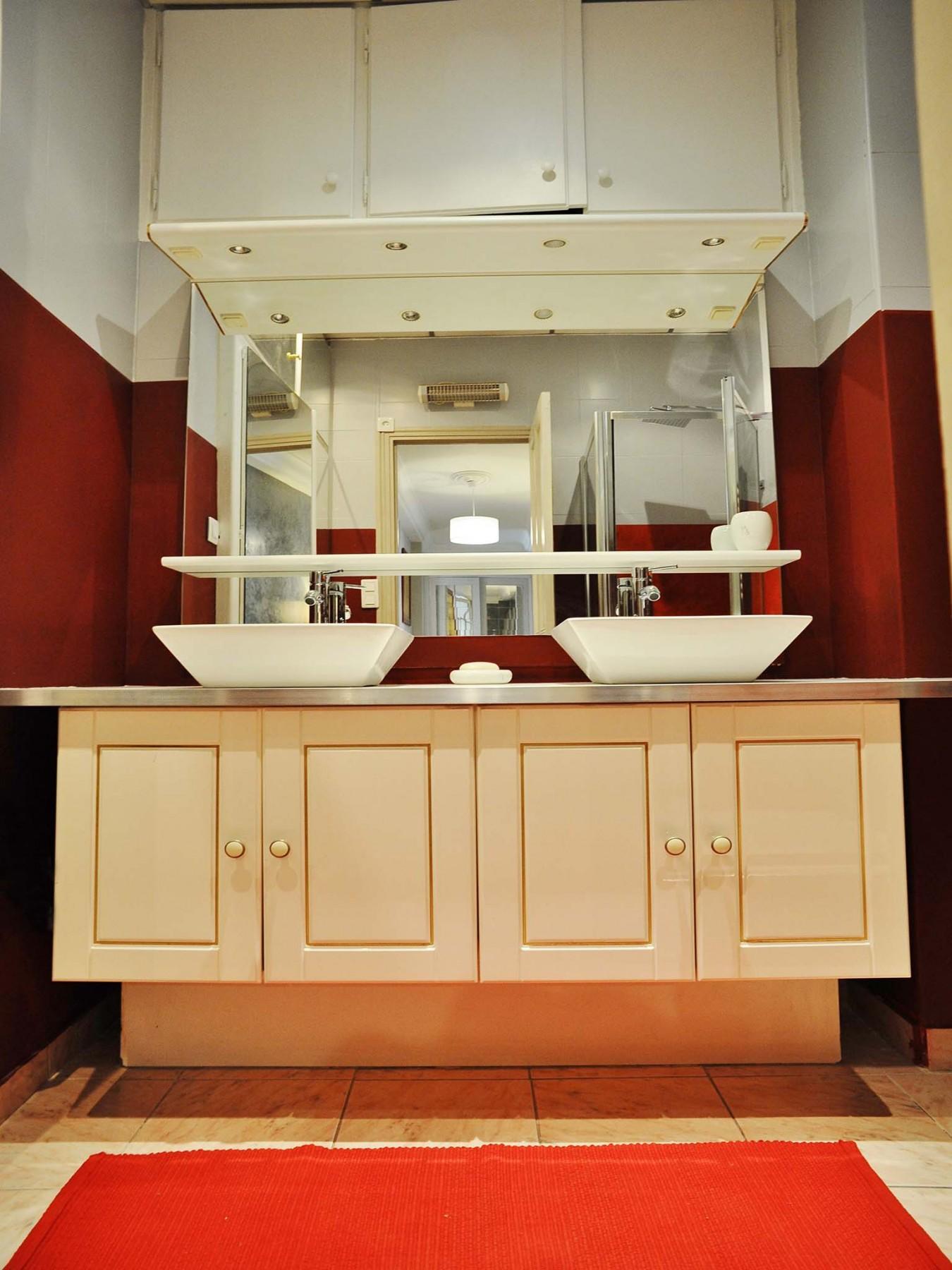 appartements a nice fa balcon rivoli. Black Bedroom Furniture Sets. Home Design Ideas