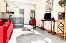 Au cœur du Carré d'or, studio avec balcon situé à deux pas de la plage.