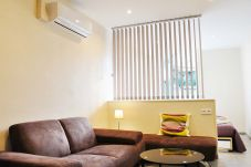 Large furnished and air conditioned studio located in the heart of the old town and 50 meters from the beach.