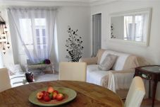 Quiet 2-room apartment ideally located 5 minutes walk from the beach and the Promenade des Anglais.